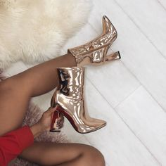 New metallics 💅 Shoes: Hayley - £40.00 Shop: simmi.com #SIMMIGIRL