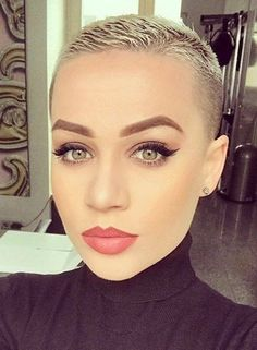25 Super Short Haircuts for Captivating Ladies - Best Hair Styles EVER Super Short Pixie, Very Short Hair, Short Hair Cuts For Women, Short Hairstyles For Women, Short Hair Styles, Buzzed Hair Women, Hairstyles Haircuts, Superkurzer Pixie, Short Blonde Haircuts