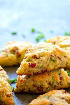 Breakfast Scones, Savory Breakfast, Breakfast Recipes, Brunch Recipes, Sweet Recipes, Cheese Scones, Savory Scones, Savoury Bakes, Muffins
