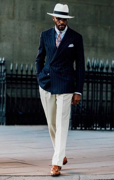 See the latest men's street style photography at FashionBeans. Browse through our street style gallery today - updated weekly. Older Mens Fashion, Mens Fashion Suits, 1940s Mens Fashion, Der Gentleman, Gentleman Style, Sharp Dressed Man, Well Dressed Men, Stylish Men, Men Casual