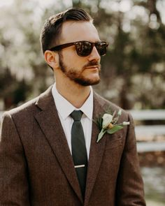 21 Grooms Who Wore Colorful Wedding Suits These fun outfits—including suits, mismatched separates, and more—ranged from formal to casual. Brown Suit Wedding, Tuxedo Wedding, Wedding Men, Wedding Suits, Wedding Attire, Diy Wedding, Wedding Ceremony, Wedding Photos, Wedding Dresses