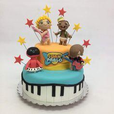 Es otra versión!!! Así que a rockear con los Mini Beats Power Rockers!! Con una espectacular torta de chocolate, rellena de ganache de chocolate! Todos los detalles son comestibles. #minibeatpowerrockers #rockstar #rock #babies #baby #babycakes #cake #fondant #instagram #instacake #instamood #picoftheday #baking #design #love #life #talentovenezolano #valencia #venezuela