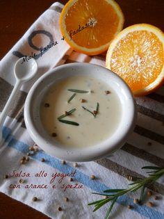 Salsa allo yogurt greco con arance e spezie.Ricetta per condimenti