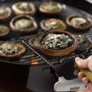 Big Brown Mushrooms with Basil Pesto recipe - YUM! Grilled Mushrooms, Stuffed Mushrooms, Braai Recipes, Veggie Recipes, Basil Pesto Recipes, Brown Mushroom, Good Food, Yummy Food, South African Recipes