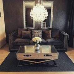 Tøft og stilfullt hos #Repost @celine_s88   #sanfranciscosalongbord120 fra @classicliving #coffetable #classicliving  #omexco #kahler #interior #decoration #classyhomes #velour #roses #nofilter #dagensinteriør #livingroom #living #sofa #glam #interior123 #interior1 #home #styling #stue #glam #interior