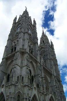 Ecuador photos pictures cities capital Quito Panecillo churches basilica UNESCO world heritage historic center virgen statue San Franscisco Compania Quito photos Ecuador