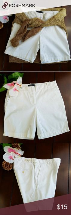 """Talbots Bermuda Shorts sz 4 White 7"""" inseam These lovely solid white Talbots Bermuda shorts will be a perfect addition to your closet. So versatile, dress it up or keep it casual!. Available pre-loved with no flaws. No holes, no tears, no stains. Size 4. 98% cotton 2% spandex. Waist: 31 inseam"""" 7"""" Talbots Shorts Bermudas"""