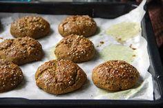 Jačmenné žemle s kurkumou a bielym makom_upr Russian Recipes, Muffin, Bread, Healthy Recipes, Cookies, Chocolate, Breakfast, Ethnic Recipes, Desserts