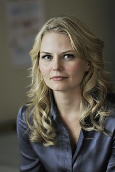 """Emma Swan (Jennifer Morrison) the herione and daughter of Blanche Neige and the prince of the serie """"Once Upen a Times"""" ! Jennifer Morrison, Emma Swan, Once Upon A Time, Emission Tv, Prince Charmant, Swan Queen, Ginnifer Goodwin, Star Wars, Colin O'donoghue"""