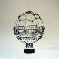 Marie Bossee made this with a wire! Metal Garden Art, Metal Art, Wire Crafts, Metal Crafts, Stylo 3d, Creation Crafts, 3d Pen, Hot Air Balloon, Air Ballon