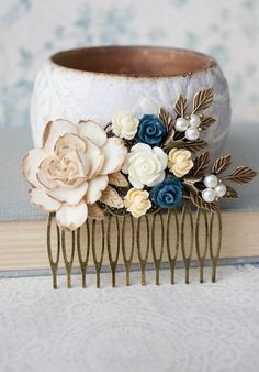 Wedding traditions // Something blue // Hair accessorizes // Bride