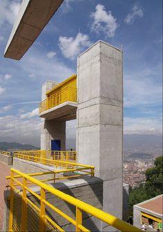 Colegio Llanadas. Año de construcción: 2008 Ciudad: Medellín, Antioquia, Colombia. Cliente: Empresa de Desarrollo Urbano - EDU