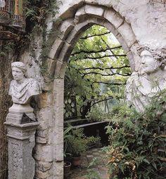 Greek Garden Entrance - Awesome !