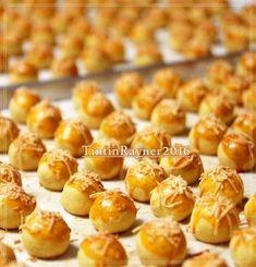 Nastar by Titin Rayner Indonesian Desserts, Asian Desserts, Indonesian Cuisine, Baking Recipes, Cookie Recipes, Dessert Recipes, Banana Bread Cake, Cookie Dough Fudge, Resep Cake