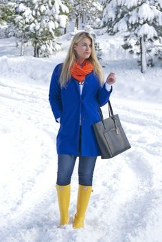 Yellow Hunter Rainboots brighten up any day. I love wearing Hunter Rainboots to protect my feet in the rain and the snow. Hunter Boots Outfit, Hunter Rain Boots, Rainy Day Fashion, Winter Fashion, Yellow Wellies, Wellies Rain Boots, Timberland Style, Timberland Fashion, Fashionable Snow Boots