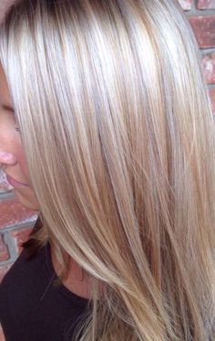 Multicolored blonde highlights.