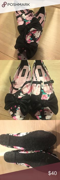 Floral unicorn iron fist open toed flats Never worn Iron fist open toed flats! They have a beautiful floral design with unicorns! They are in perfect condition, kept in the box, tried on once and don't fit. Will come in original box! Iron Fist Shoes Flats & Loafers