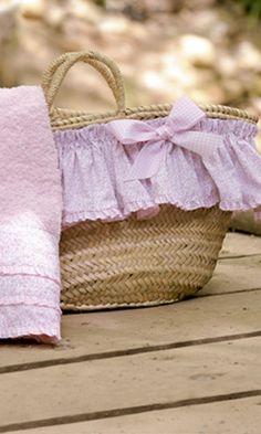 CESTO Y TOALLA LIBERTY ROSA. Cesto y toalla liberty rosa. También se confecciona en libery azul.