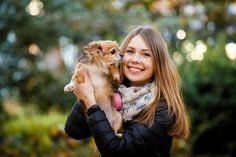 """Europa kent strenge regels als het gaat om dierenliefde. Daardoor staat de relatie van Rosanne Pleegers en haar hond Chico permanent onder druk. Beiden willen graag een stapje verder gaan, maar de wet verbiedt dat. """"Natuurlijk heb ik weleens een vriendje gehad, maar mijn liefde voor Chico zit veel dieper"""", zegt Rosanne (24) over de relatie met haar chihuahua. """"We [...]"""