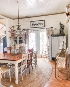 New Ideas farmhouse dining decor mismatched chairs Woven Dining Chairs, Mismatched Dining Chairs, Dining Decor, Dining Room Chairs, Dining Room Furniture, Furniture Nyc, Furniture Online, Office Chairs, Dining Table