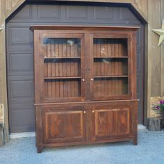 I would like this anywhere in my house! I wonder if it could be done with a gun cabinet in the top? Cool!