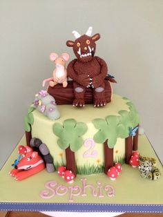 A cake based on the fab book the Gruffalo. The cake is hand painted round the edge and the figures are hand moulded 6th Birthday Cakes, Third Birthday, 3rd Birthday Parties, Gruffalo Party, Woodland Cake, Cake Kids, Book Cakes, Party Food And Drinks, Awesome Cakes