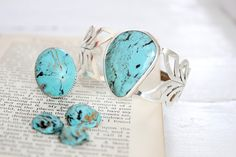 DIY these faux turquoise statement jewelry pieces for cheap! Great summer style.