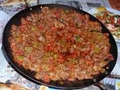 Doğu ve Güneydoğu'ya ait yöresel yemektir. Sacda dana döşünden yapılan, içerisine biber,domates ve soğan konularak közlenmiş ateşin üzerinde pişirilen yöresel bir yemektir.