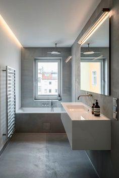 Two international clients, a vacant Gründerzeit building in Berlin's Mitte district and SEHW. That makes for an interesting mixture. Apartment View, Apartment Interior Design, Oak Parquet Flooring, Sliding Wall, Open Plan, Custom Furniture, Layout, Modern, Bathrooms