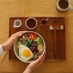 전 세계인이 사랑하는 한식, 비빔밥과 불고기가 만났어요! 색감이 다양한 야채들과 씹을수록 고소한 불고기까지 듬뿍~ 노른자 톡 터트려 쓱쓱 비벼 먹으면 다른 메뉴 부럽지 않은 완벽한 ... Indian Food Menu, Indian Food Recipes, Asian Recipes, Food Poster Design, Food Design, Best Soup Recipes, Healthy Recipes, Food Goals, Food Diary