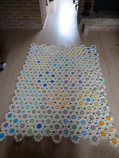 Stunning - completed crochet flower blanket...I want to make a blanket like this but all one color (cream or white)