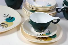 Vintage melamine tea set with stylised leaf design in shades of teal and yellow ochre. Comprises 6 cups, 6 saucers, 6 side plates, large serving plate, milk jug & sugar bowl. Melmex melaware range produced in the 1950s/60s.