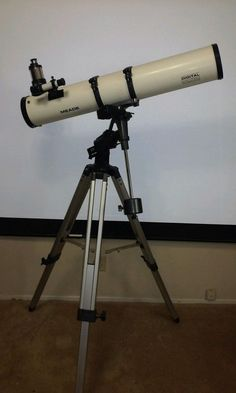MEADE TELESCOPE MODEL #4504 WITH ELECTRONIC STARFINDER #Meade