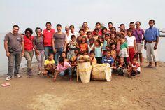 Grupo de danza y música de Pijiño con el equipo departamental