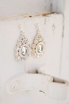 Wedding Earrings Gorgeous and Elegant Earrings - Bridal Accessories, Wedding Jewelry, Jewelry Accessories, Spring Wedding Colors, Wedding Earrings, Diamond Are A Girls Best Friend, Bling Bling, Just In Case, Wedding Inspiration