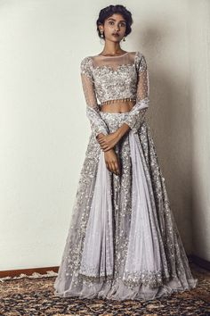 Bollywood fashion 701928291902932890 - Moonstruck Marcella Source by Indian Lehenga, Indian Gowns, Indian Attire, Pakistani, Desi Wedding Dresses, Indian Wedding Outfits, Indian Outfits, Designer Bridal Lehenga, Lehenga Indien