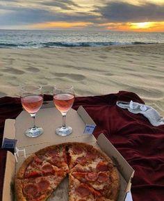 Picnic Date, Beach Picnic, Summer Picnic, Night Picnic, Summer Food, Seattle, Comida Picnic, Mango Salat, Dream Dates