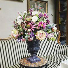Rustikálny aranžmán z hodvábnych kvetov by @kvetysilvia #kvetysilvia #kvetinarstvo #kvety #svadba #love #instagood #cute #follow #photooftheday #beautiful #tagsforlikes #happy #like4like #nature #style #nofilter #pretty #flowers #design #awesome #wedding #home #handmade #flower #summer #bride #weddingday #floral #naturelovers #picoftheday