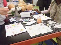 pintar imans de plástico, feitos a partir do leite
