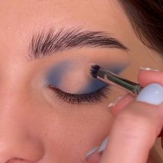 Glam Makeup Look, Makeup Eye Looks, Eye Makeup Art, Blue Eye Makeup, Cute Makeup, Skin Makeup, Eyeshadow Makeup, Makeup Inspo, Unique Makeup