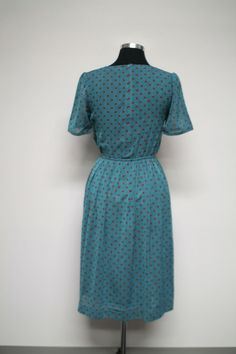 Short sleeved vintage dress with polka dots