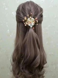 Wedding indian hairstyles up dos ideas Girl Haircuts, Little Girl Hairstyles, Hairstyles Haircuts, Hairstyles Videos, Short Haircuts, Modern Short Hairstyles, Short Hair Styles, Wedding Hairstyles For Women, Trendy Hairstyles