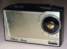 Vintage Clear-Tone Portable Tube Radio, Model P211, 4 Vacuum Tubes, Made In Japan, Circa 1959.