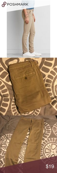 American Eagle skinny Khakis AEO womens khakis size 8 Skinny stretch fit Accentuates butt!!  So comfortable American Eagle Outfitters Pants Skinny