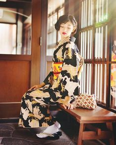 Sunny afternoon in Kyoto Traditioneller Kimono, Kimono Outfit, Kimono Fashion, Japanese Costume, Japanese Kimono, Japanese Girl, Geisha, Traditional Kimono, Traditional Dresses