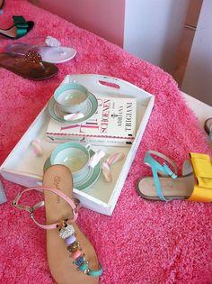 Toeti Noemi high tea Adriana Trigiani, Mellow Yellow, High Tea, Stuart Weitzman, Sandals, Hot, Fashion, Slide Sandals, Moda