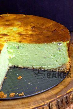 This pistachio cheesecake is the perfect dessert. Rich, creamy and decadent! # pistachio dessert Pistachio Cheesecake - The Midnight Baker Pistachio Cheesecake, Pistachio Dessert, Pistachio Recipes, Pistachio Pudding, Cheesecake Recipes, Dessert Recipes, Mini Cakes, Cupcake Cakes, Desert Recipes