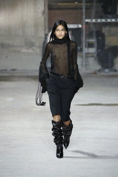 Saint Laurent – Fashion Week Paris Automne-Hiver 2017-2018 http://sumo.ly/wx1u
