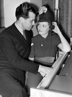 Ramon Novarro gives Janet Gaynor a piano lesson