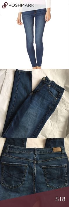 High Waisted Jegging! Aeropostale High Waisted jegging! Med wash color. Gently used condition! Super In style! Inseam 29.5 inches. Rise 9.5 inches. Aeropostale Jeans Skinny
